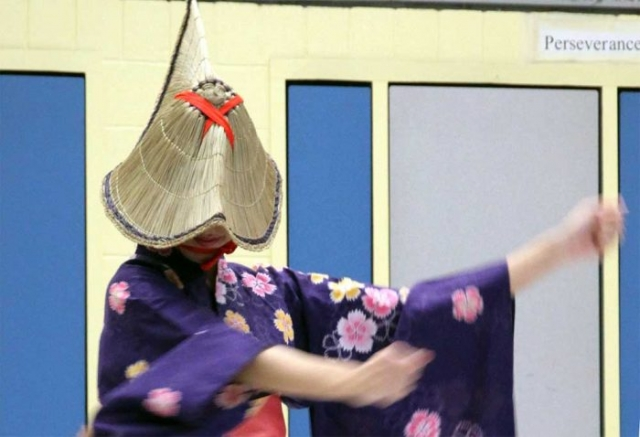 日本文化の継承:花笠踊り