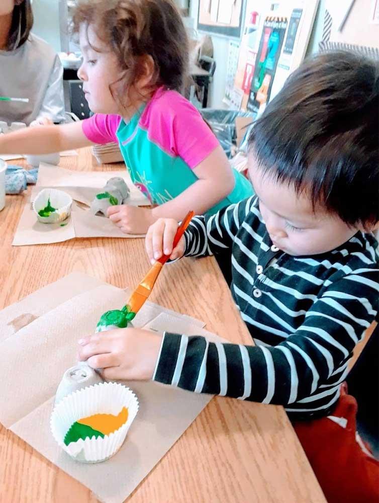つぼみ組クラフト風景:色ぬり